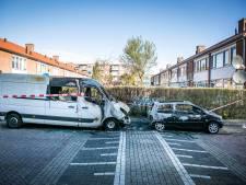 Bestelbus en auto gaan in vlammen op in Presikhaaf, politie gaat uit van brandstichting