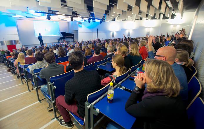 Het auditorium van het De Nassau aan de De la Reijweg in Breda.