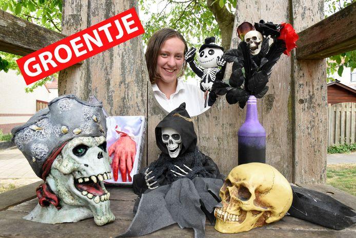 Silke Onink heeft een grote halloweenverzameling.