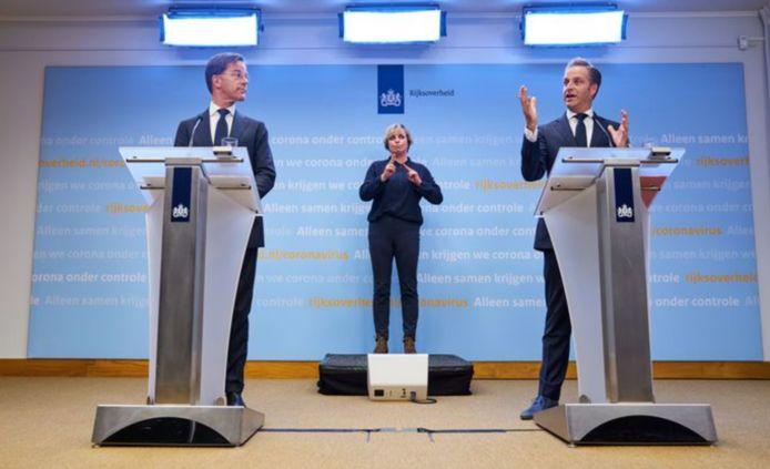 Mark Rutte en Hugo de Jonge bij de laatste persconferentie over het coronavirus.