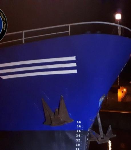 Botsing tussen tanker en zeehandelsschip in sluis bij Lelystad