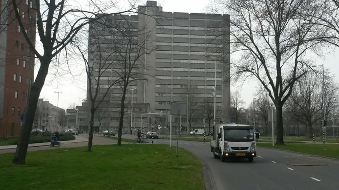 Het oude belastingkantoor aan Gerbrandystraat, gezien vanaf de Kardinaal de Jongweg.