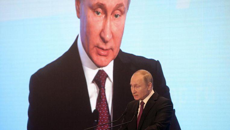 Russische president Poetin spreekt tijdens een congres in Moskou. Beeld epa