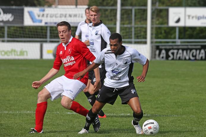 Jorrit van Driel (links) gaat zaterdag met 's-Gravendeel tegen zijn oude club FC Binnnemaas op zoek naar de ommekeer.