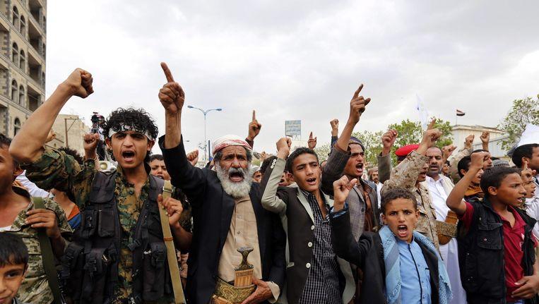 Houthi-aanhangers tijdens een demonstratie in Sana'a, de hoofdstad van Jemen. Beeld epa