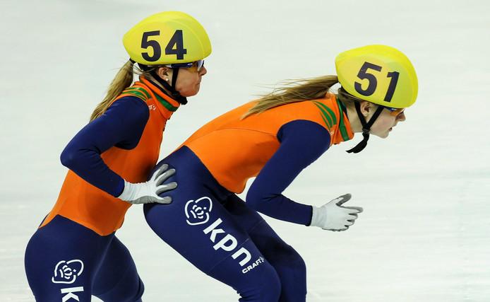 Sanne Van Kerkhof (l) en Yara Van Kerkhof.