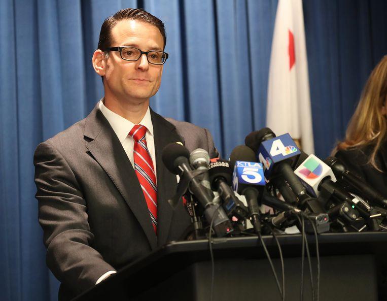 Mike Hestrin tijdens de persconferentie.