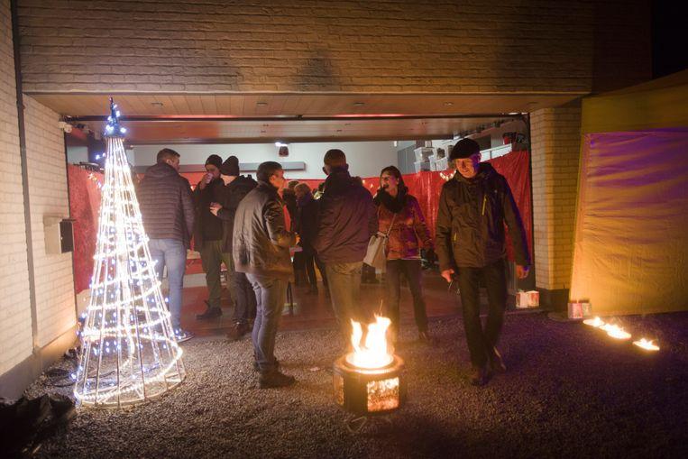 500 personen namen deel aan de culinaire lichtwandeling door Hees.