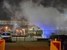 Vrachtwagen brandt volledig uit bij distributiecentrum in Breda