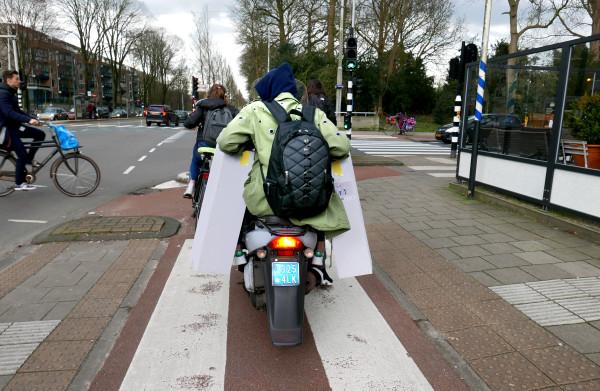 **Gemeenten mogen snorfiets al vanaf 1 juli van het fietspad weren**