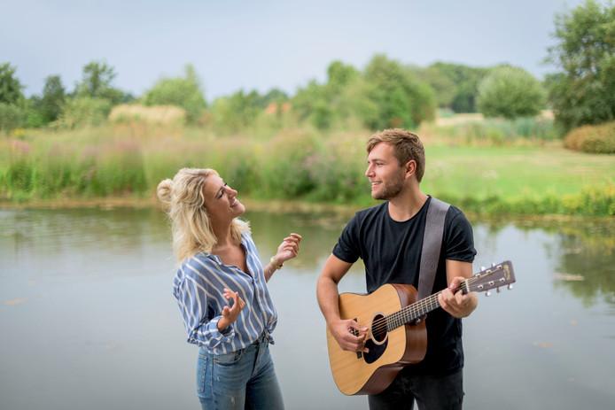 Suzan & Freek beleven hun première in Winterswijk.