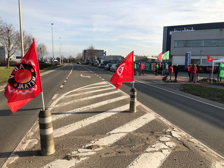 De Mechelsesteenweg in Vilvoorde kleurt rood.