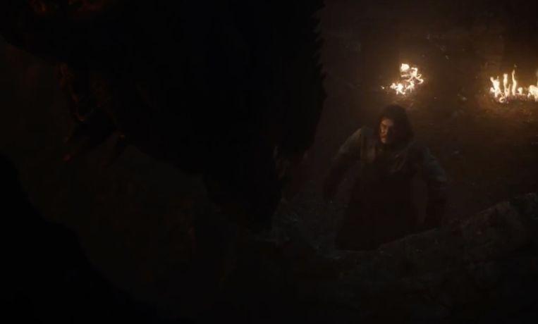 Jon haalt het in zijn hoofd dat hij Viserion kan doden.