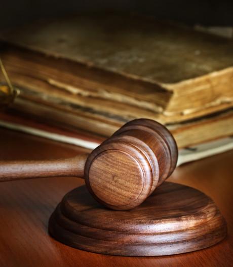 Boete geëist voor bestuurder die vrouw in Ouddorp aanreed