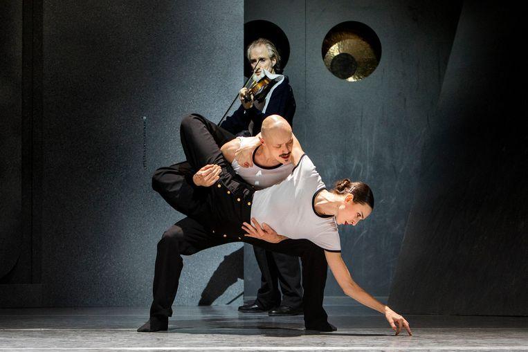 Uit de voorstelling All hands on deck van Scapino Ballet Rotterdam in 2019. Het dansgezelschap moet volgens de Raad van Cultuur worden uitgesloten van de rijkssubsidie.  Beeld Rob Becker