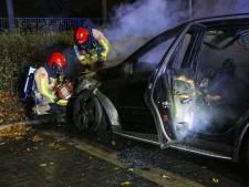Geparkeerde auto in Helmond verwoest door brand
