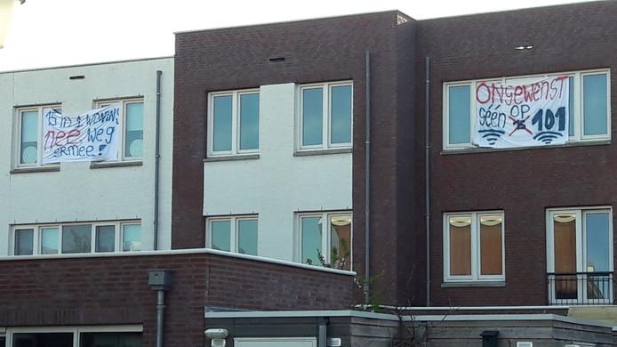In een tussenwoning in Het Fort in de Waalwijkse wijk Landgoed Driessen wonen sinds een klein jaar 15 arbeidsmigranten. Buurtbewoners waren het daar van begin af aan niet mee eens.