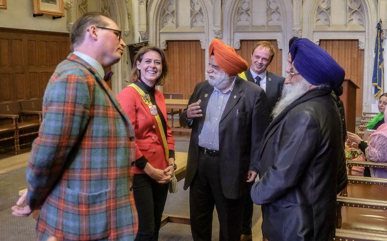 Bhupinder Singh in gesprek met de burgemeester en Dominiek Dendooven van het IFFM.