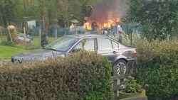 Niet het beste idee bij deze temperaturen: man zet eigen tuinhuis in lichterlaaie nadat hij omgewaaide boom wou verbranden