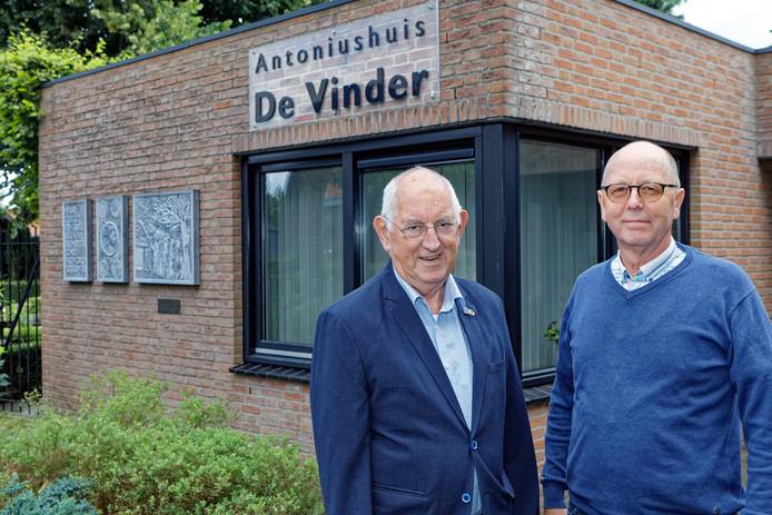 Oosterhout - Piet van der Pluijm (rechts ) heeft vanochtend met een Walk of Peace  de Oosterhoutse Vredesweek geopend, waarvan Kees de Kok de vertegenwoordiger is. De wandeling start bij De Vinder in Oosterhout.