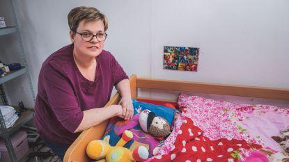 """Moeder mag negenjarige dochter maand niet zien door coronacrisis: """"Zelfs op haar verjaardag geen bezoek welkom"""""""