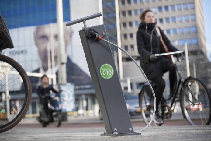 Gemeente Rotterdam stopt vroegtijdig de proef met veertien openbare fietspompen langs drukke fietsroutes in de stad.