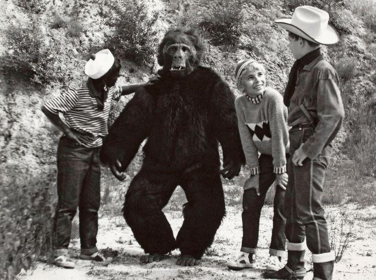 Filmbeeld uit 'Sjors en Sjimmie en de gorilla'. Beeld EYE Film Instituut Nederland
