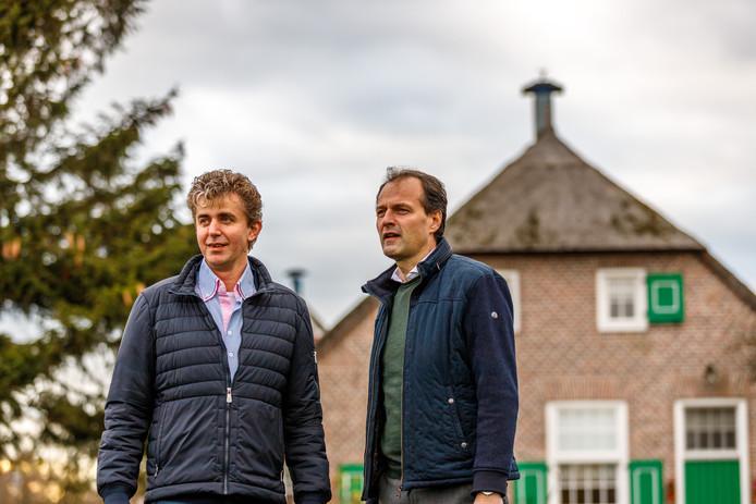 Fractievoorzitter Erik Hattem van de SGP (r) samen met raadslid Roelof Slager (l).