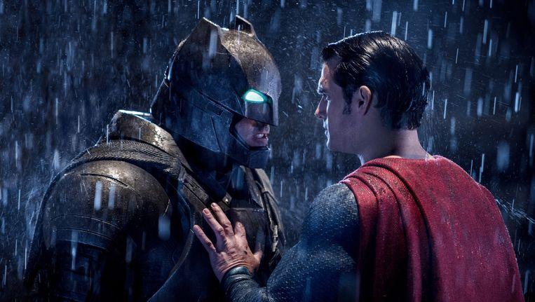 Ben Affleck als Batman en Henry Cavill als Superman in Batman V. Superman: Dawn Of Justice. Beeld null