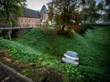 Man raakt gewond na duik in Doorwerthse kasteelgracht met auto