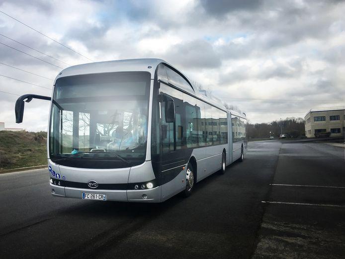 De grote bussen van de Chinese leverancier die straks ook in onze regio moeten gaan rijden.