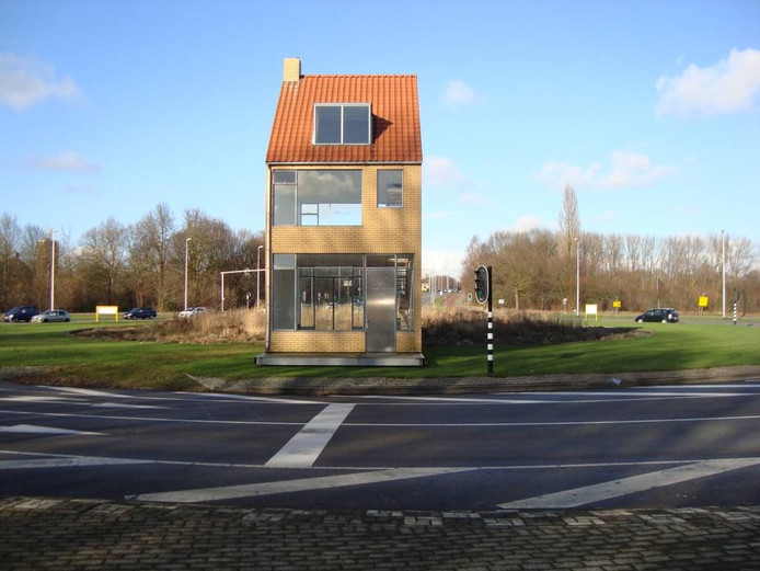 Het draaiende huis in Tilburg naar een ontwerp van John Körmeling.