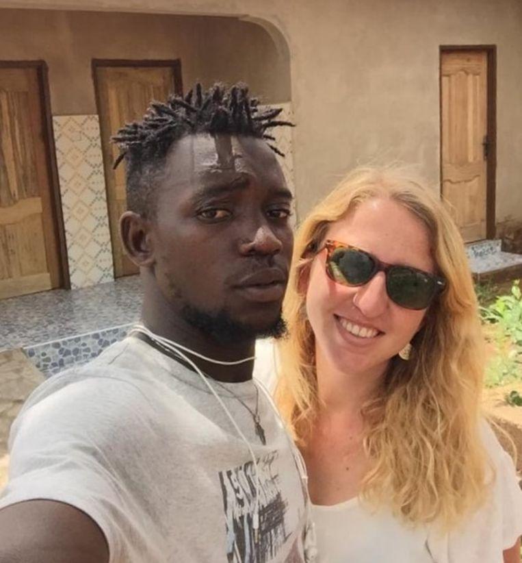 Sara en haar vriend Daniel zijn bezig met de bouw van hostel 'Belghana' in Ghana