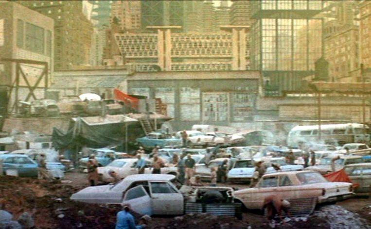 Een beeld uit de film Soylent Green, waarin de mens de aarde heeft verpest en zich in leven houdt met felgekleurde chemische crackers. Beeld Soylent Green