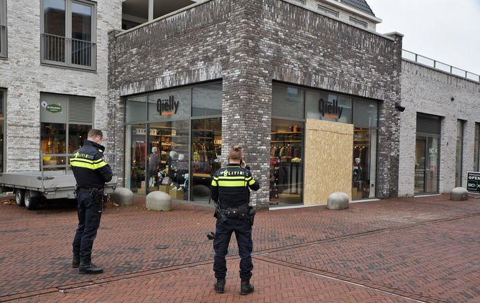 Ramkraak op kledingwinkel in Berkel-Enschot.