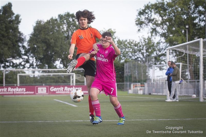Beeld van de training van het G-voetbal in Vriezenveen.