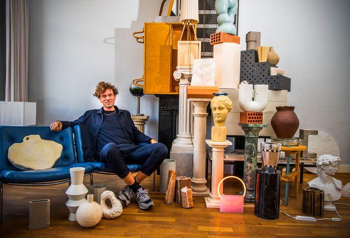 Binnenkijken bij interieurstylist Berry Dijkstra in zijn woning in de Rotterdamse wijk Middelland. Alles in huis gaat eens in de maand op z'n kop.