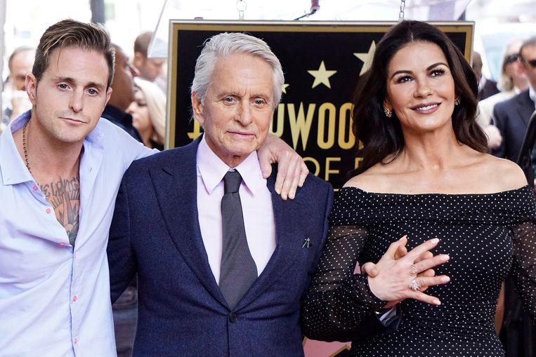 Catherine Zeta-Jones, de huidige vrouw van Michael Douglas, zorgde ervoor dat vader en zoon een betere band kregen.