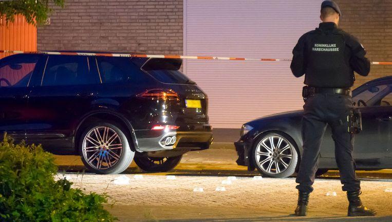 Onbekenden schoten hem vrijdagavond neer toen hij van zijn huis naar zijn Porsche Cayenne liep. Beeld Reinder van Zaanen
