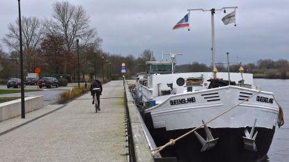 Woonboot op de Leie aan Oosthove is eindelijk weg