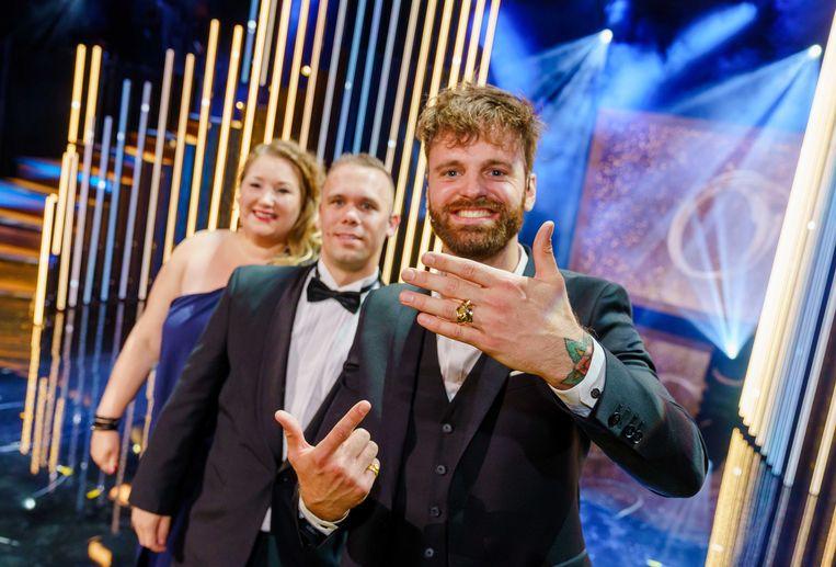 Tim Hofman donderdagvond na het winnen van de Gouden Televizier-Ring voor Over Mijn Lijk. Beeld ANP