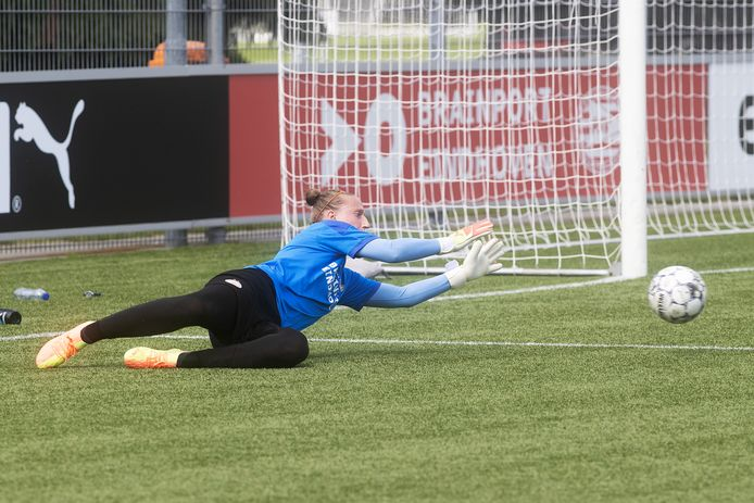 Keepster Sari van Veenendaal van de vrouwen van PSV.