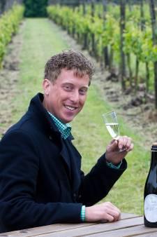 Exit diesel: met een elektrische trekker door de wijngaard in Erichem