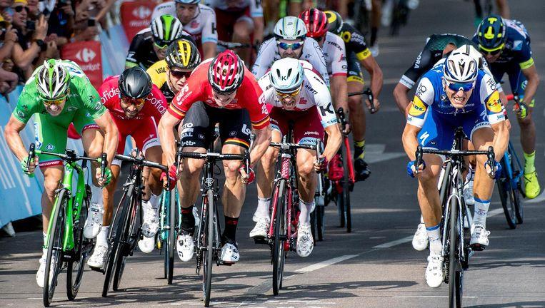 Marcel Kittel wint de sprint in de zesde etappe. Beeld null