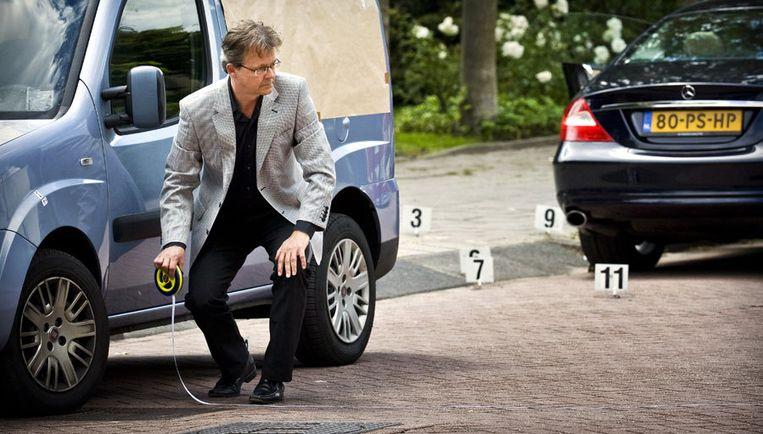 Advocaat Nico Meijering had een meetlint meegenomen, om de beweringen van La Serpe tot op de centimeter te kunnen controleren. Foto ANP Beeld