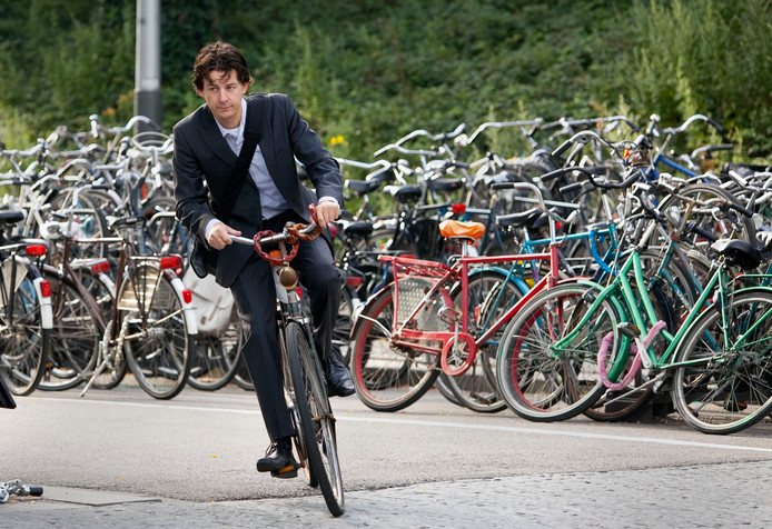 Foto ter illustratie. ASML geeft werknemers die met de fiets komen spaarpunten die ze kunnen ruilen voor cadeau's.