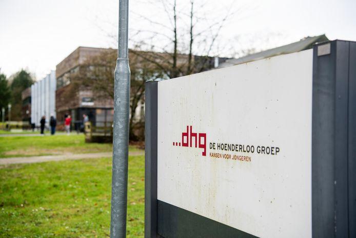 Het Hoenderloo College sluit over een paar maanden, maar de werknemers verkeren nog steeds in onzekerheid over hun toekomst.