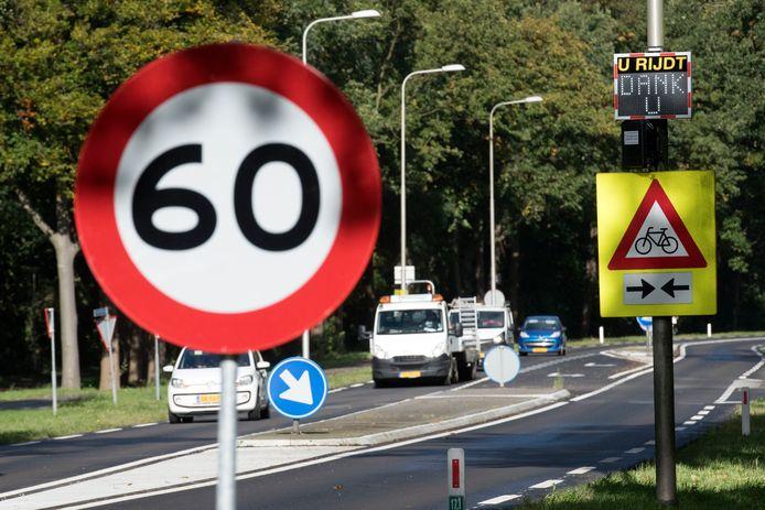 De snelheidslimiet op de provinciale weg N798 in Putten, tussen de Harderwijkerstraat en de Henslare, moet omlaag van 80 naar 60, vindt de gemeente Putten.
