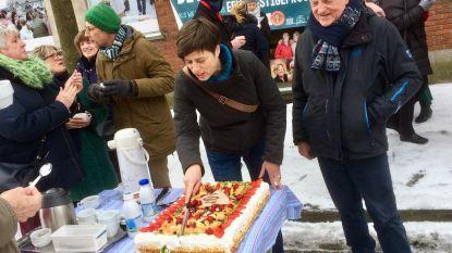 PVDA 'viert' tien jaar leegstand met taart