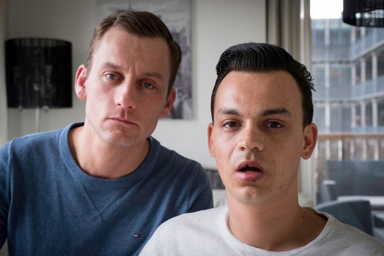 Jasper en Ronnie (r) werden aangevallen met een betonschaar na een avondje stappen in Arnhem.